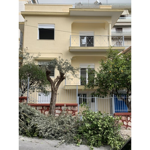 Τριοροφο κτιριο κατοικιων 240τμ-Αλιμος